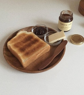 toast, pale brown and jam