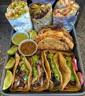 food aesthetic, guacamole and tacos