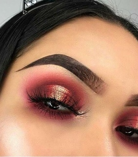 eyeshadow, lashes and makeup artist