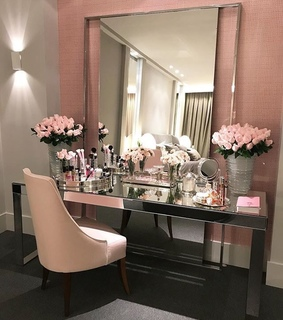 pink decor ideas, home and beauty room