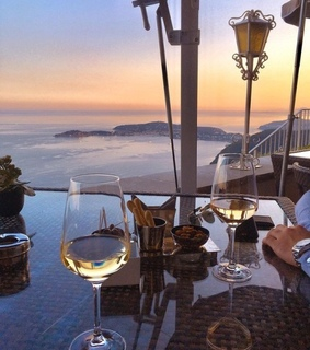 wine, diner and sea