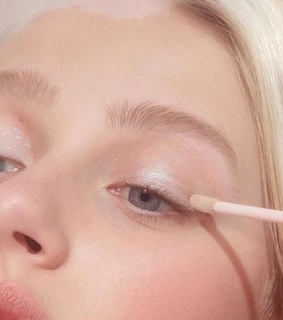 white person, makeup and pink makeup