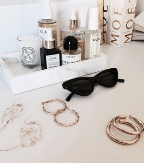 beauty, cosmetics and accessories