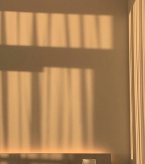 shadows, warm colors and room