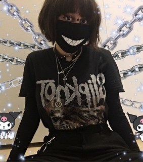 goth girl, hello kitty and chains