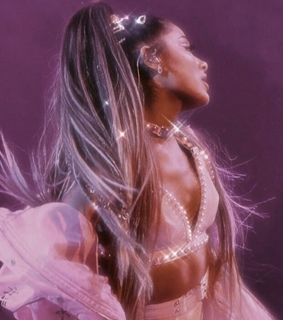 ariana, queen and 7 rings