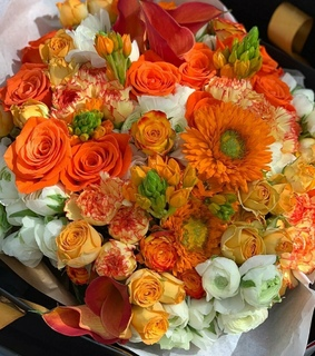 whi, sun flowers and flower bouquet
