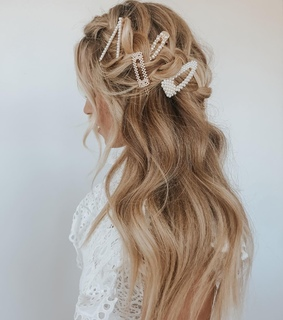 hair accesories, curls and bride