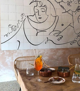 picasso and cafe