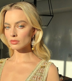 famous, margot robbie and blonde