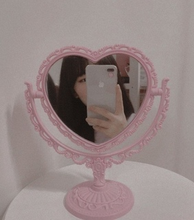 pale theme, mirror and heart