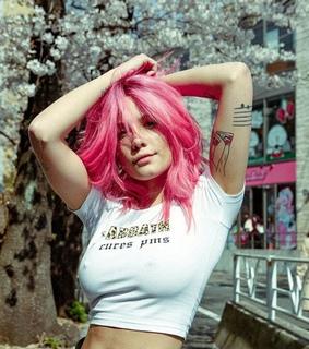 pink hair, pink and halsey