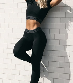 blond, simple and fit