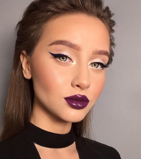 make up, vynil lips and make up artist