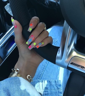 nails, golden and kylie jenner