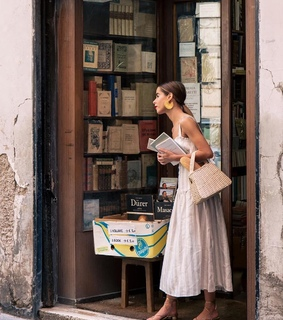 classic, girl and bookshop