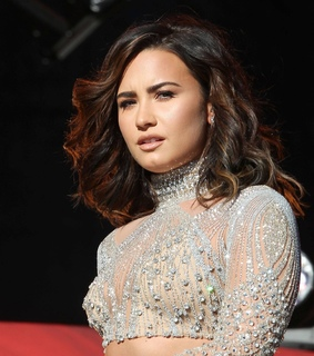 lovatic, queen and 4ever