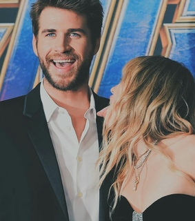 couple, miley cyrus and liam hemsworth