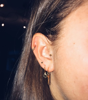 tragus, pierced and trachus