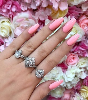 style inspiration, flowers roses and pink nails