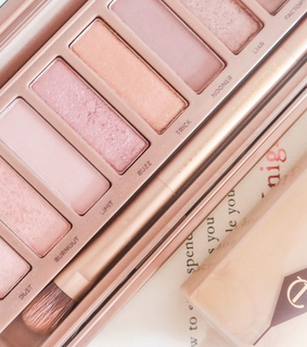 eyeshadow, naked palette and makeup