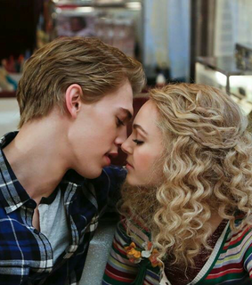Annasophia Robb, Carrie Bradshaw and Relationship