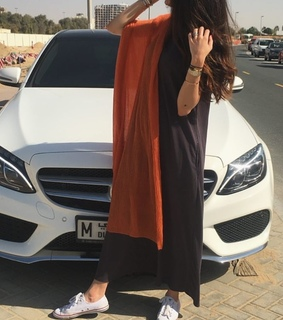car, dubaï and girl