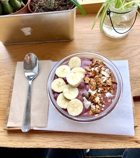 acaibowl, banana and eat