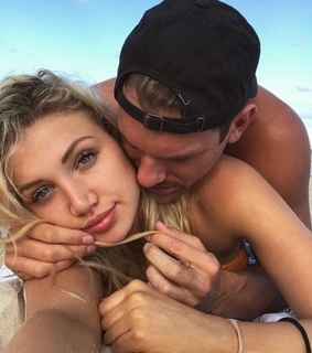 I Love You, Relationship and beach