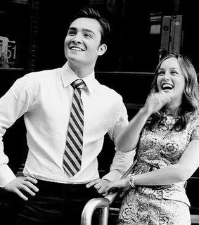 leighton meester, chuck bass and chair