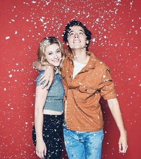 Betty, bughead and cole sprouse