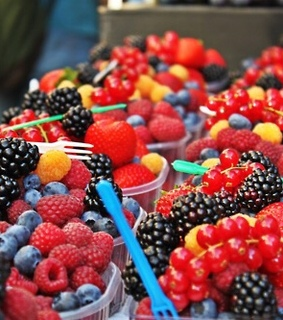 FRUiTS, apple and berry