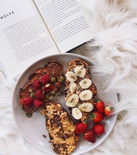 FRUiTS, book and bread