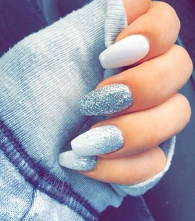 nails, glitter nails and manicure