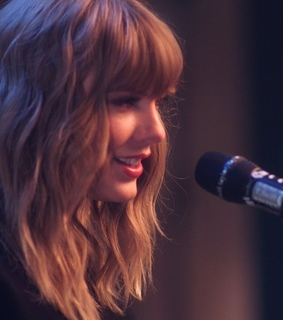 Taylor Swift, era and smile