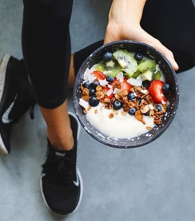 FRUiTS, acaibowl and breakfast