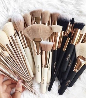 Brushes, Nude and art