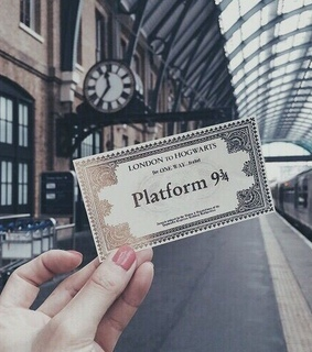 hogwarts, ticket and train
