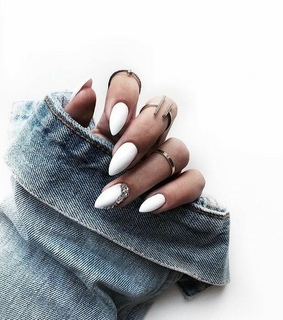 accesories, jeans and nails