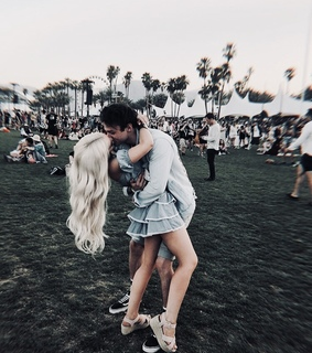love, dove cameron and kissing