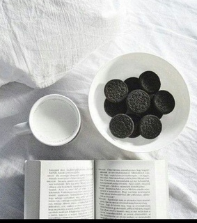 aesthetic, books and breakfast