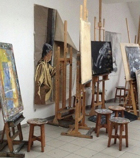 artsy, art and easels