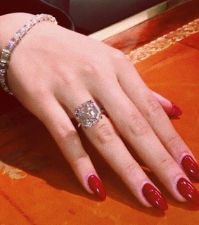 jewelry, sexy and red nails