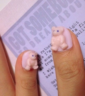 teddy, nails and art