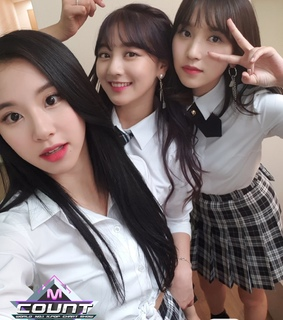 jihyo, dahyun and momo