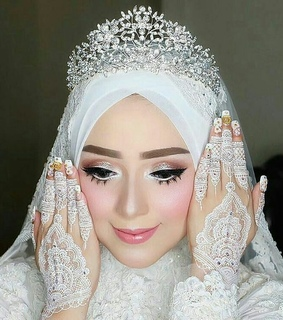nails, muslim and beauty