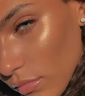 highlighter, clear skin and glowy