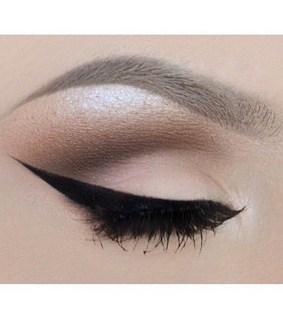 cat eyes, sharp and eyeliner