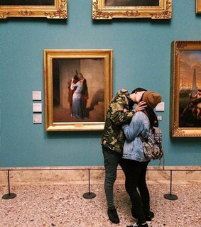 Relationship, hugs and museum