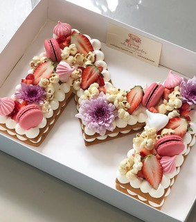 biscuit, flowers and ?macarons